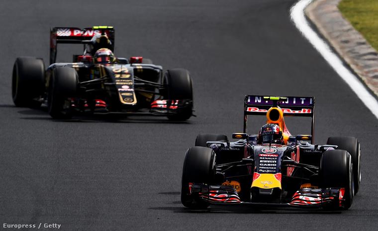 Motort cserélhet a Lotus és a Red Bull