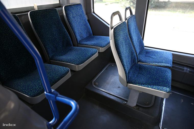 Képünk csak illusztráció. Egy működő Citarón mutatja a fedőlap helyét az utastérben.