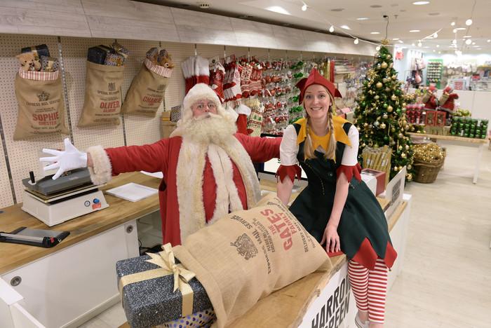 A teljesen bolond áruházba már augusztus 4-én beköszöntött a karácsony