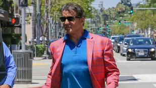 Sylvester Stallone egyszerre hasonlít egy ciki nagypapára és Supermanre