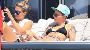 Az a bikinis lány nem Justin Bieber?