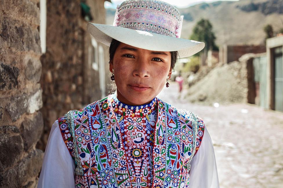Szerinte a szépség azt jelenti, hogy az ember ragaszkodik a gyökereihez, életben tartja a kultúrát, amelybe beleszületett, természetes, őszinte és autentikus, mint ez a fiatal perui nő.