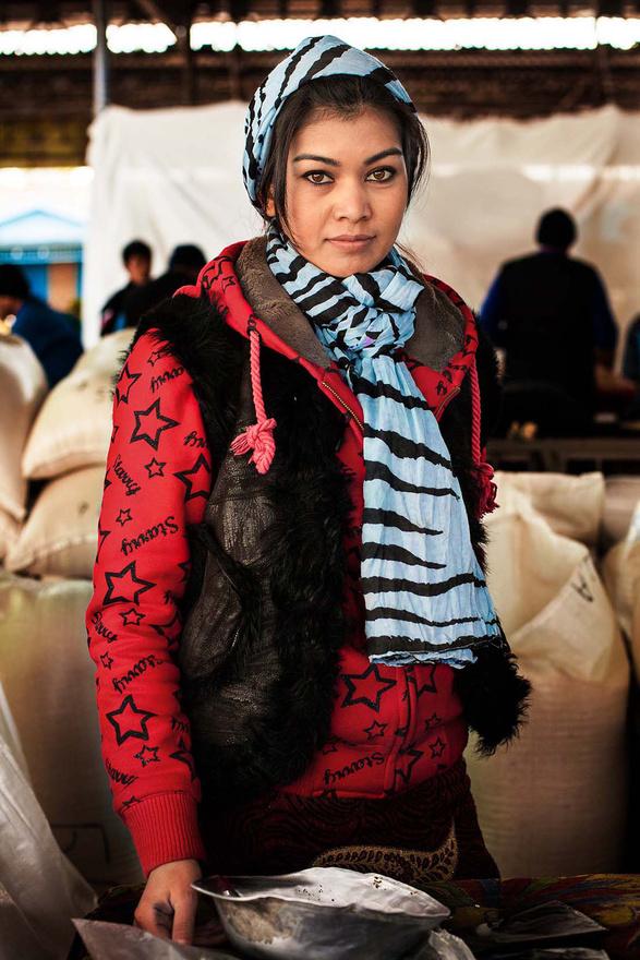 Ez a lány piaci árus Üzbegisztánban. Túl sokat nem lehet tudni a Noroc képein szereplő nőkről, de a második utazás alatt az ígéret szerint dokumentumfilm is fog forogni.