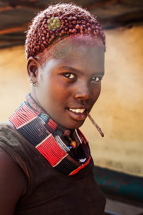 Ez az etióp lány például az egyetlen, akinek rövid haja van.
