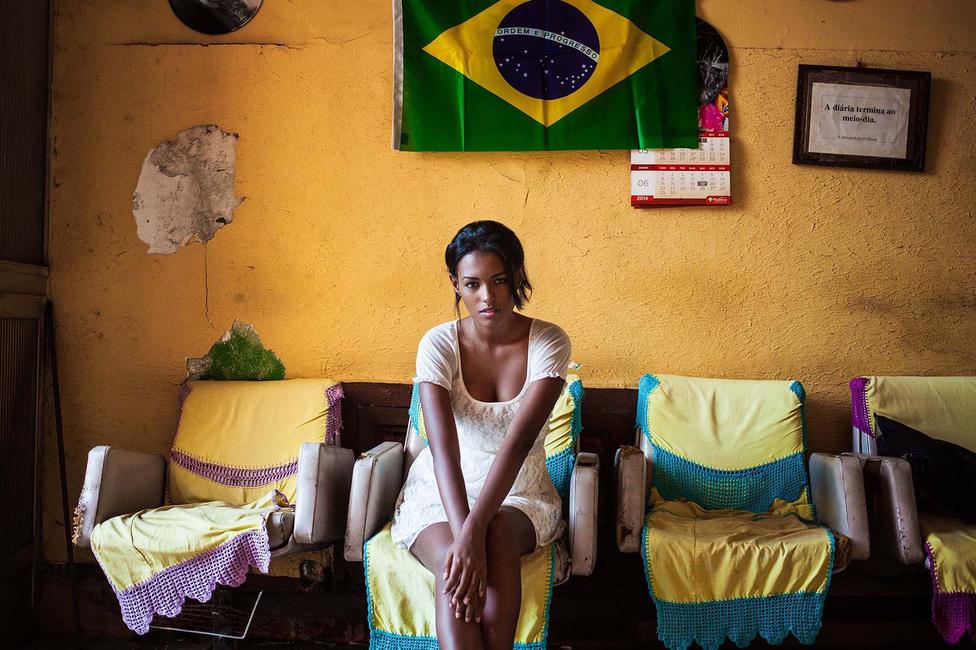 A Rio de Janeiro-i lányt az otthonában fényképezte le. Amikor Noroc először útnak indult, pénze nem volt sok, csak annyi, amennyit évek munkájával maga össze tudott kuporgatni. Második utazásra már nem futotta volna, ha nem talál támogatókat, pedig úgy érezte, A szépség atlasza még korántsem teljes, még legalább egy évre van szüksége a befejezéshez, és minden kontinensre (az Antarktiszt kivéve) el kellene mennie. Az Indiegogo oldalra részletesen költségvetéstervet készített. Úgy számolt: 27 ezer dollárból tudná a projekt egyéves hosszabbítását fedezni. A 27 ezres cél hamar összejött, már 38 ezer dollár felett jár.