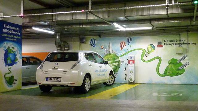 Tisztán villamos hajtású Nissan Leaf