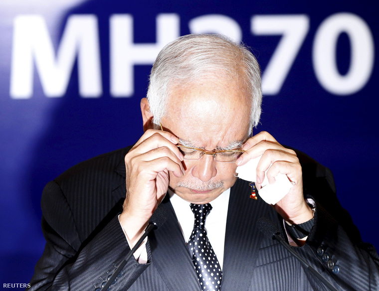 Najib Razak, maláj miniszterelnök bejelenti, hogy a megtalált roncsok valóban az MH370 darabjai
