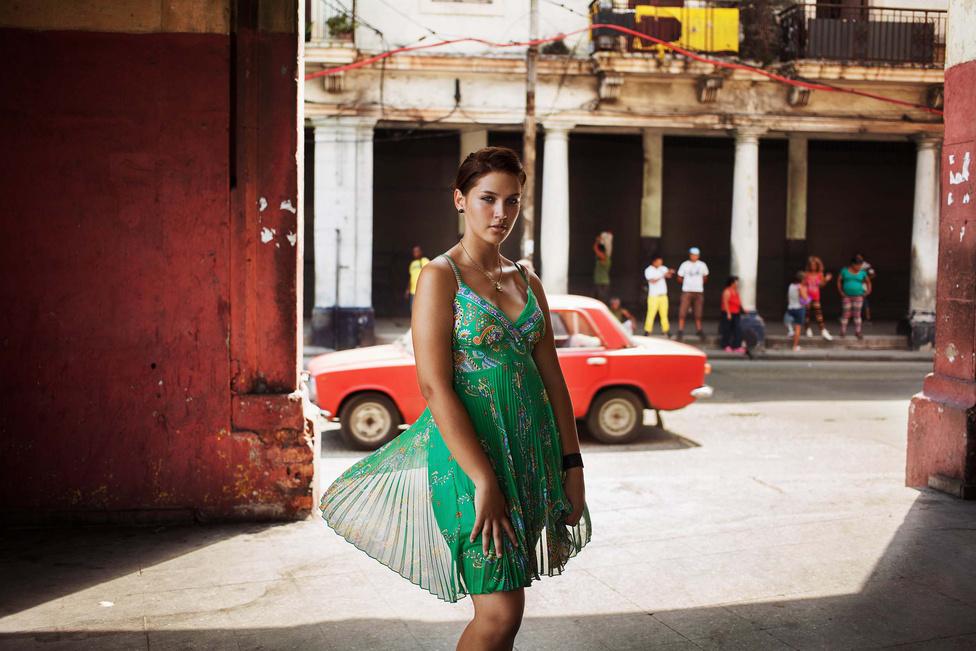 """Azt is Noroc szemére szokták vetni, hogy az üzenet banális: ugyan, ki kételkedne abban, hogy a szépség ott van mindenütt. A szépség atlaszáról szóló Buzzfeed anyagnál 297 Facebook-lájkot kapott a hozzászólás, ami szerint"""" Ez a projekt elképesztően ignoráns és felszínes."""" Egy Havannában lőtt kép."""