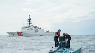 Az amerikai parti őrség véletlenül elsüllyesztett 2 tonna kokaint