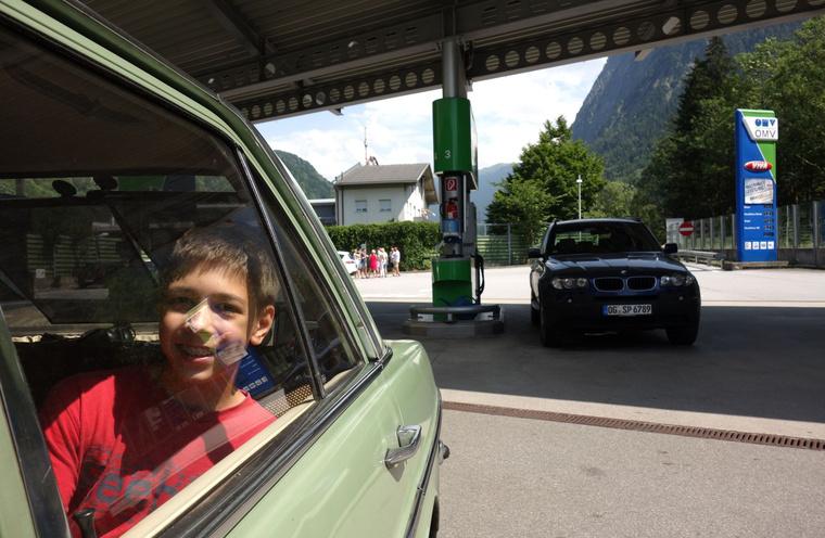 Utolsó tankolás az olcsó osztrák gázoljaból