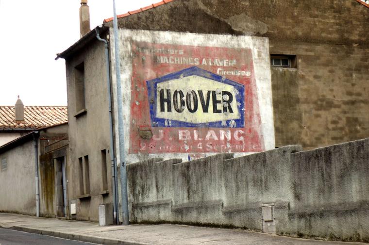 Franciaország déli része tele van a hamincas-negyvenes-ötvenes évekből ottmaradt hirdetésekkel. Talán mert kevésbé mállik a vakolat