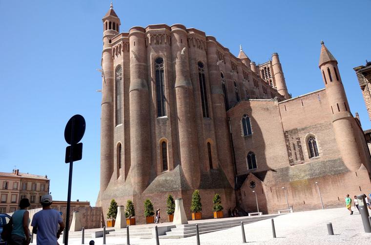 Saint-Cécile, ami inkább vár, mint templom