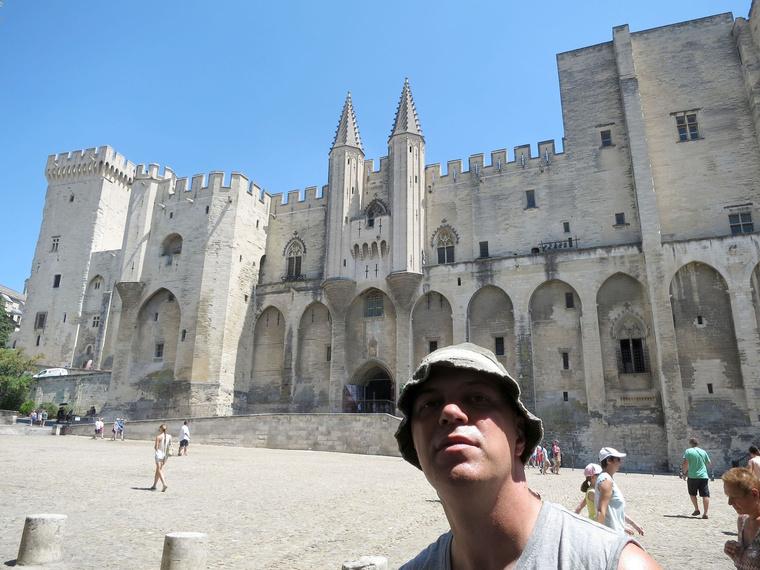 Ez már Avignon, amit a pápák építettek lenyűgözővé. Azok az emberek már nem élnek, akiknek tönkretették az életét, mi meg csodálhatjuk, amit ránk hagytak