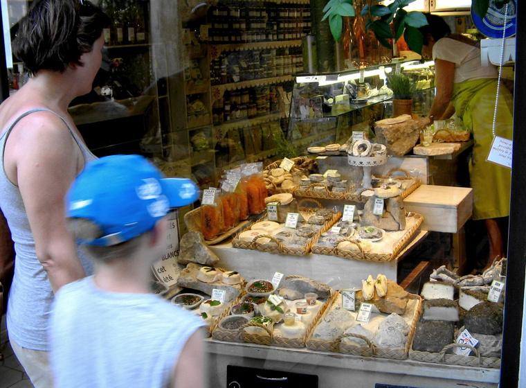 Sajtbolt St. Rémy-de-la-Provence-ban, ahol megkezdtük a sajtos ebédeket