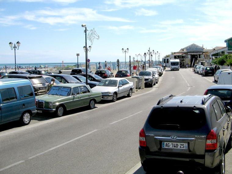 Végre tenger! Foltos megpihen Saintes-Maries-de-la-Mernél