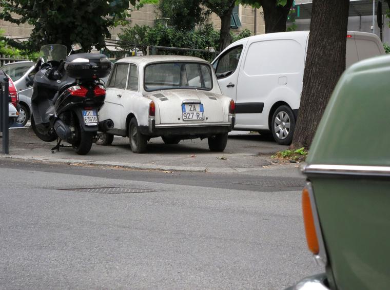 Ez már Olaszország, Savona, és rögtön egy Bianchi! Igaz, nem kombi, mint az enyém, hanem egy Quattroposti, mint Fantozzié