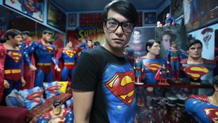 16-18 éves, szemüveges, életmentő fiatalt keres egy nő
