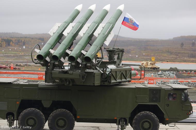 Az orosz hadsereg Buk típusú föld-levegő rakétarendszere