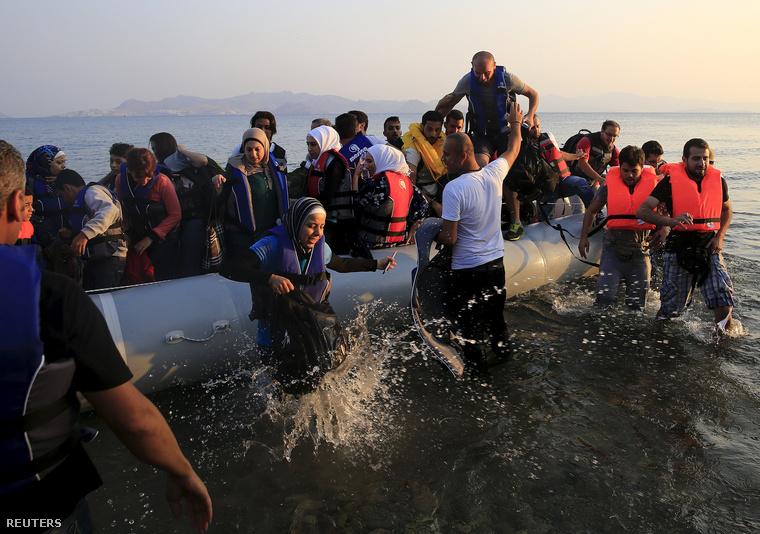 Szíria menekültek érkeznek a görögországi Kos szigetére, 2015. augusztus 11-én.