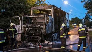 Rommá égett egy kamion Budapesten