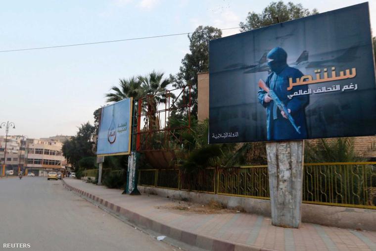 Szíriában az Iszlám Állam is óriásplakátokkal kampányolt: A világkoalíció ellenére is győzni fogunk