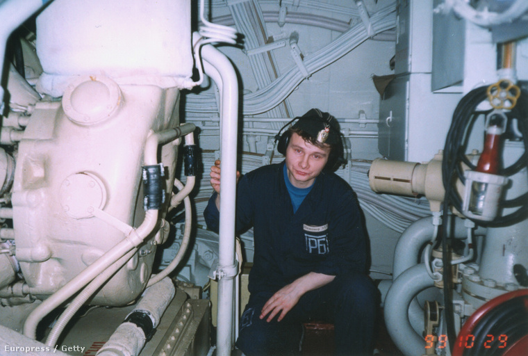 Maxim Rvanin, a Kurszk egyik matróza a tengeralattjárón kijelölt helyén, egy korábbi képen.