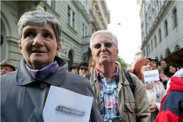 Demonstráció Új Színház új vezetőinek kinevezése ellen