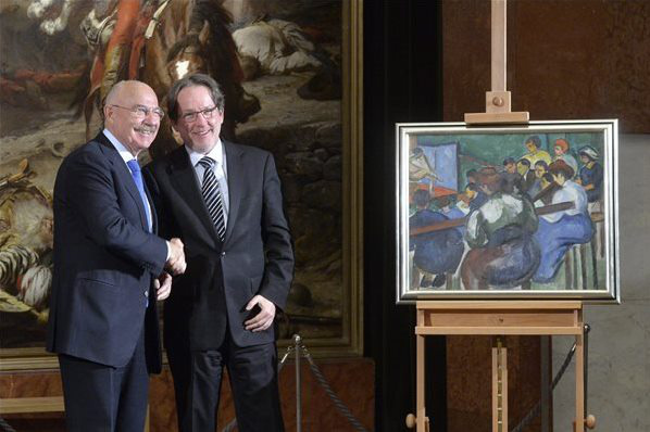 Martonyi János és Baán László kezet fog Perlrott Csaba Vilmos Festők iskolája című festménye mellett