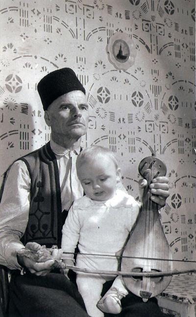 Nikola Parov apja ölében