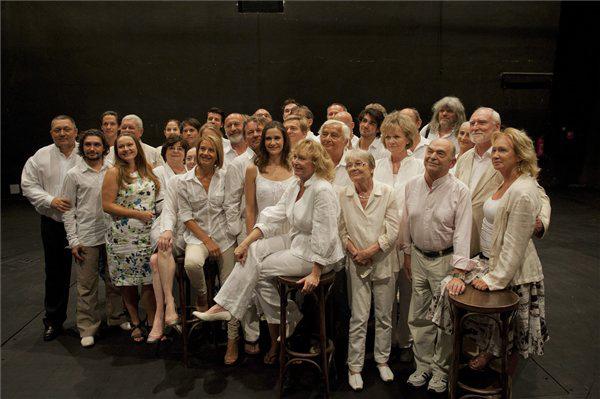 A Nemzeti Színház társulatának tagjai a 2013/14-es évad évadnyitó társulati ülése után