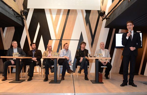 Cser-Palkovics András, Székesfehérvár polgármestere beszél a székesfehérvári Vörösmarty Színház sajtótájékoztatóján