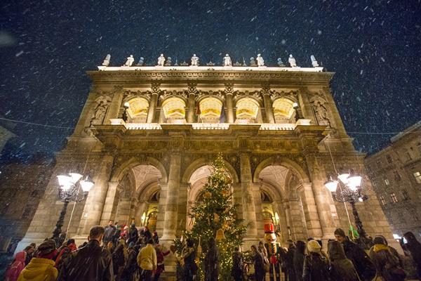 Diótörő Fesztivál a Magyar Állami Operaház előtt