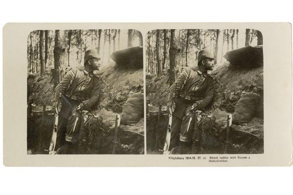Német vadász mint őrszem a lövészárokban Ismeretlen helyen, 1914-1915