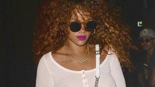 Nyomjon el egy ásítást, nézze meg Rihanna mellbimbóját