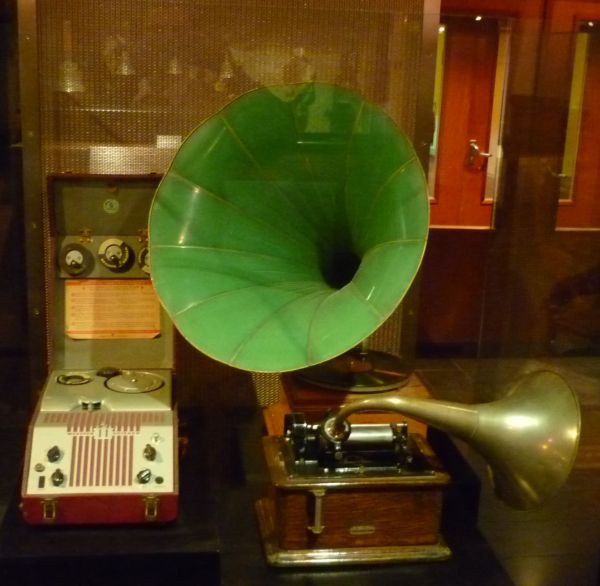 MIM, gramofonMusical Instruments Museum of Brussels (MIM)