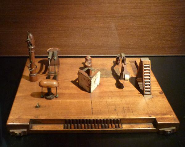 MIM, kínzóeszközökMusical Instruments Museum of Brussels (MIM)
