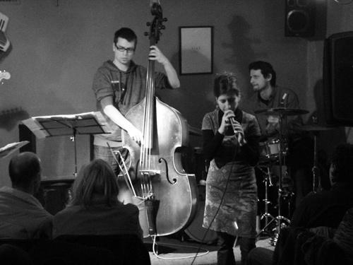 Kovács Linda együttese a szegedi Jazz KocsmábanKovács Linda együttese a szegedi Jazz Kocsmában