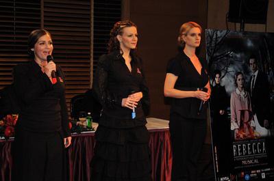 Mrs Danvers: Nádasi Veronika, Polyák Lilla, Janza Kata - Rebecca , Budapesti Operettszínház