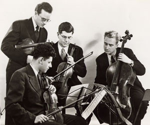 A Juilliard Quartet alapítóiThe original Juilliard String Quartet members Robert Mann, Robert Koff, Raphael Hillyer, and Arthur Winograd. Claus Adam was the cellist from 1955 to 1974, and Earl Carlyss, who is still on the violin faculty, was the second violinist from 1966 to 1986.