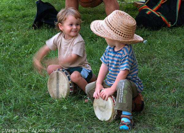 Gyerekek a Dévaványai Dobfesztiválon