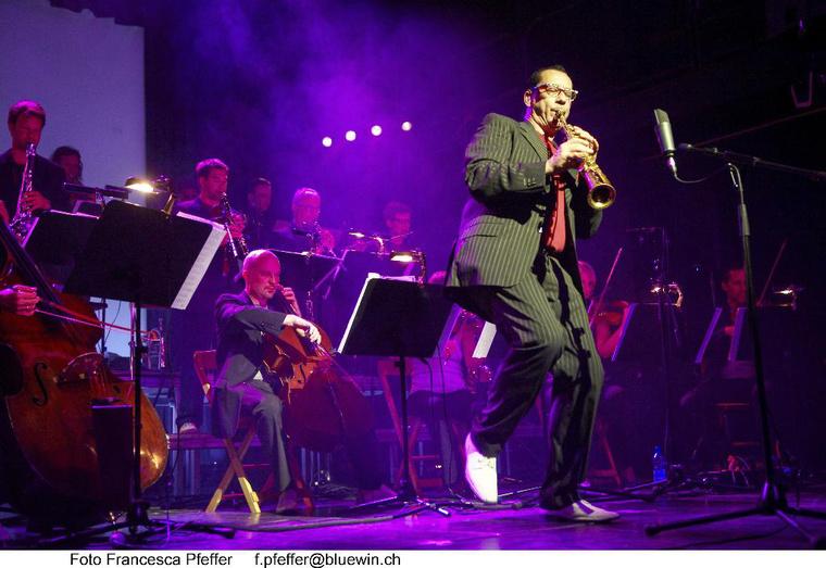 Vienna Art Orchestra. Szólózik Harry Sokal. Foto Francesca Pfeffer -