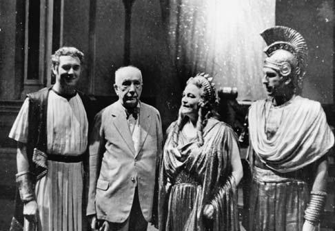 A Danae szerelme nyilvános jelmezes főpróbája után: Horst Taubmann (Midas), Richard Strauss, Viorica Ursuleac (Danae), Hans Hotter (Jupiter) - 1944