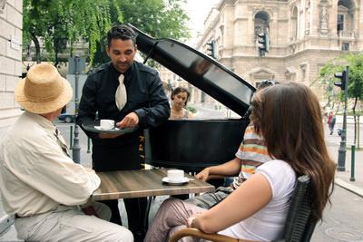 Zenes korzó az Andrassy úton