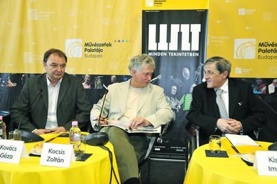 Kovács Géza, Kocsis Zoltán, Kiss Imre a Müpa évadnyitó sajtótájékoztatójánMűvészetek APlotája, 2010. október 12.