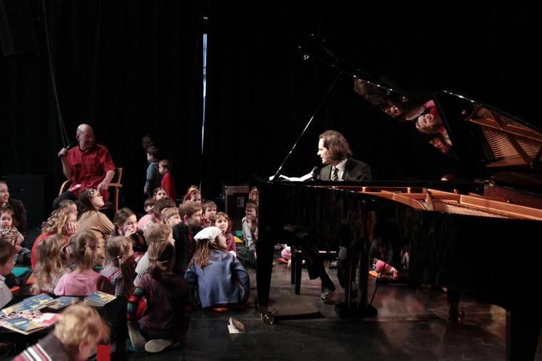 Csoki koncert 2010. március 21.(Fotó: Halász Nóra, forrás: www.erkel-mahler.hu)