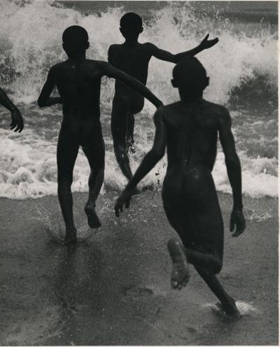 Martin Munkácsi: A Tanganyika-tóba szaladó fiúk