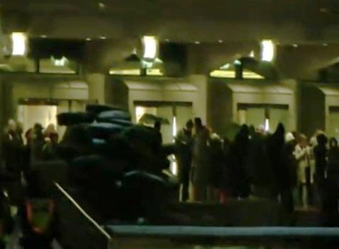 Tüntetés a Nemzeti Színháznál