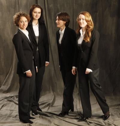 A Bécsi Filharmonikusok női tagjai az új kollekcióban