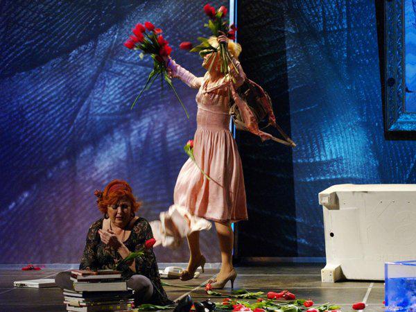 Az öldöklés istene - Börcsök Enikő, Eszenyi Enikő (Vígszínház - fotó: SzoFi)
