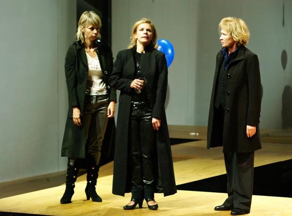 Három nővér - Péterfy Bori, Schell Judit, Udvaros Dorottya (Nemzeti Színház - fotó: SzoFi)